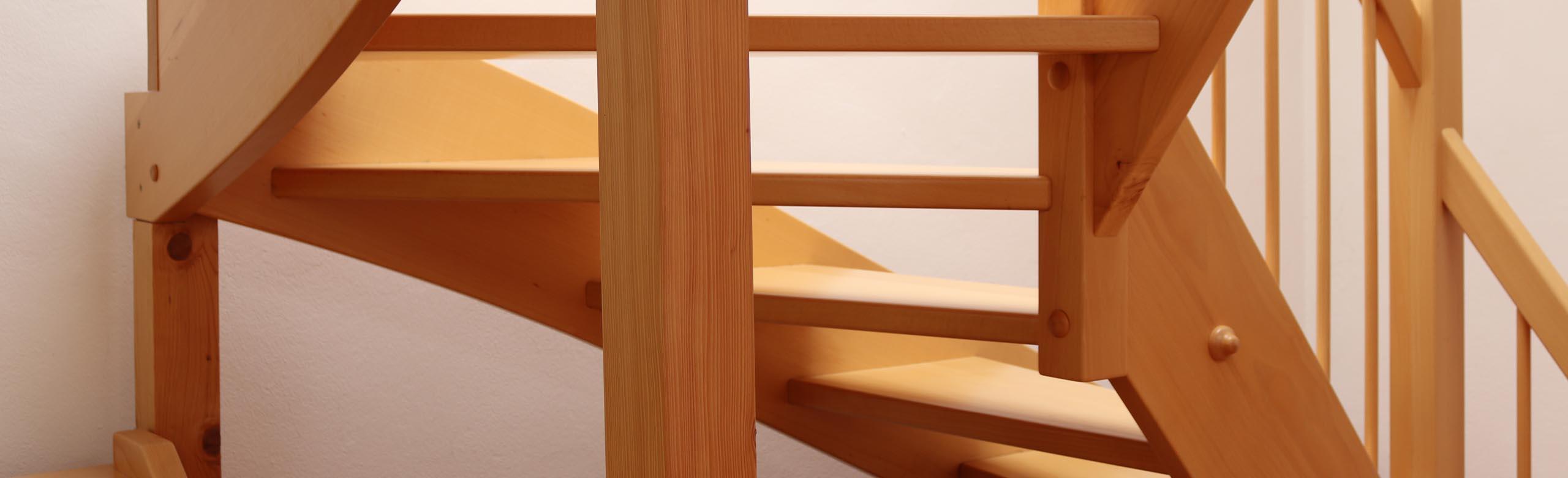 Treppenbau, holz massiv